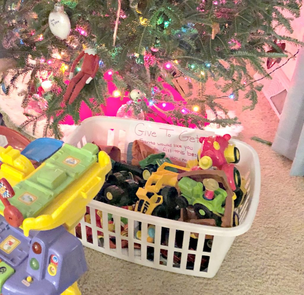 Elf on the shelf left a note to donate toys to get more back.